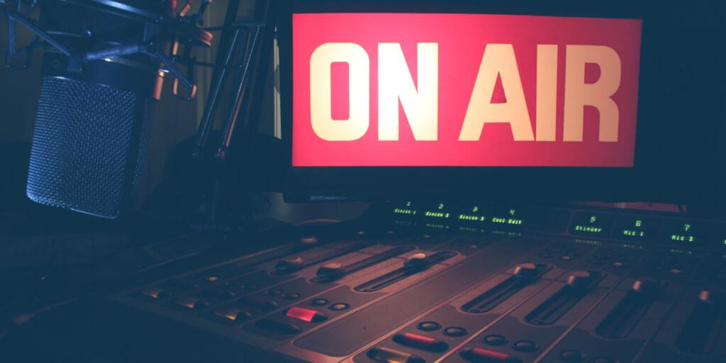 """Warum """"Podcast ausprobieren"""" ein zweischneidiges Schwert für dein Marketing sein kann"""