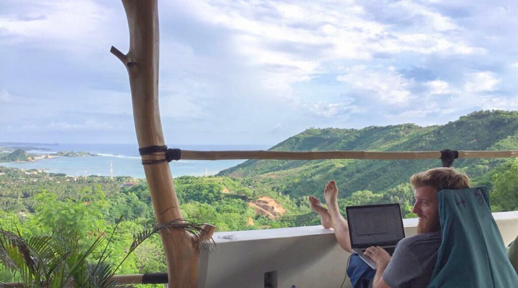Arbeiten im Urlaub: Warum Langzeit-Ferien sinnvoll sind