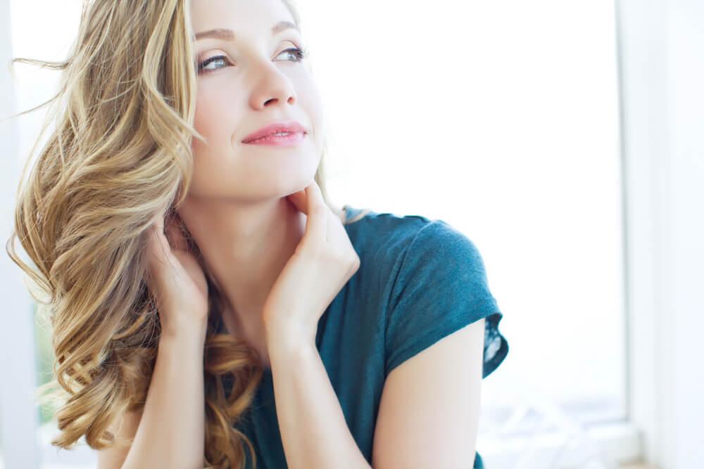 Ursachen für eine juckende Kopfhaut und was sich Betroffene wünschen?