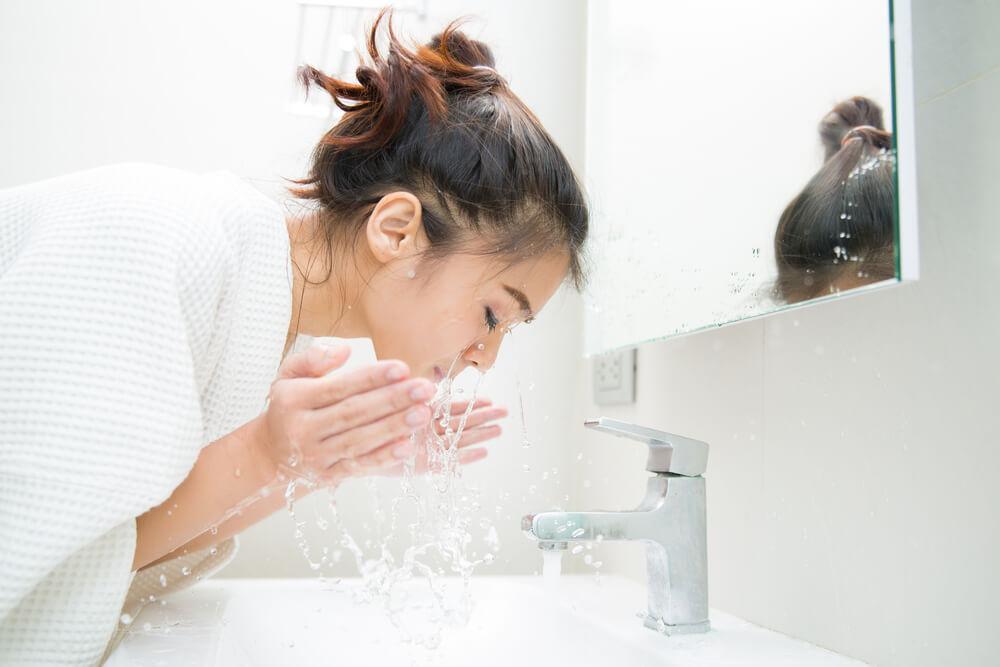 Die richtige Gesichtsreinigung: Mögliche Fehler und Tipps zur optimalen Pflege der Haut