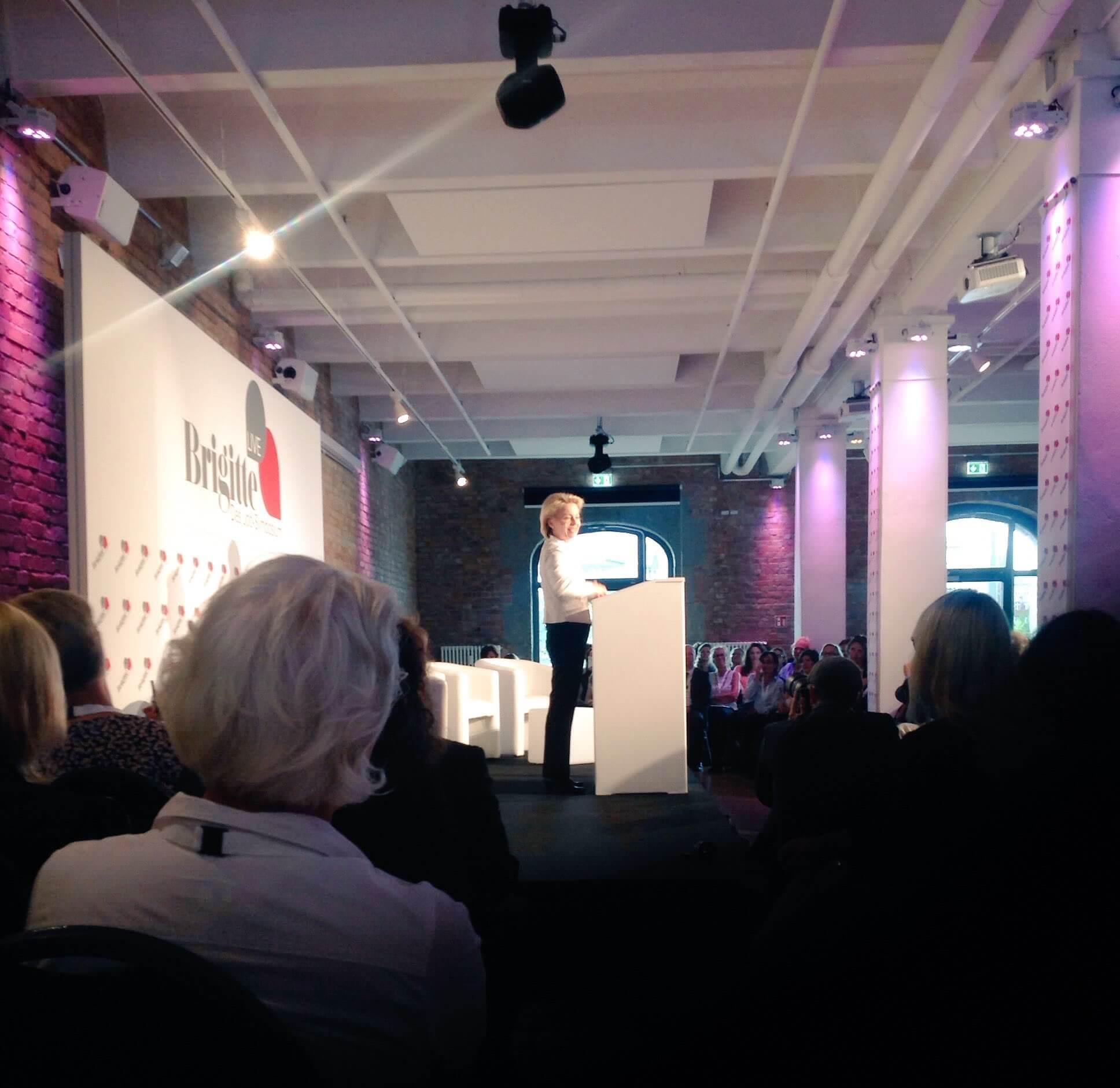 Verteidigungsministerin Von der Leyer auf dem BRIGITTE Job-Symposium. Bild: Ute Blindert