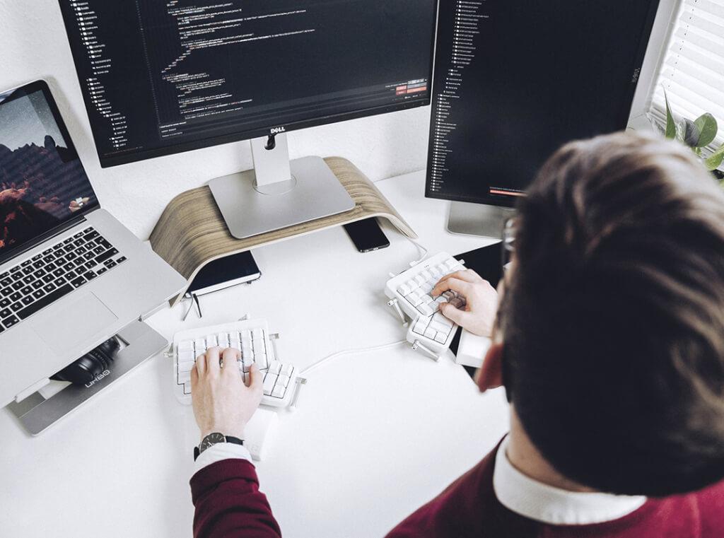 agentur schreibtisch daniel programmiert