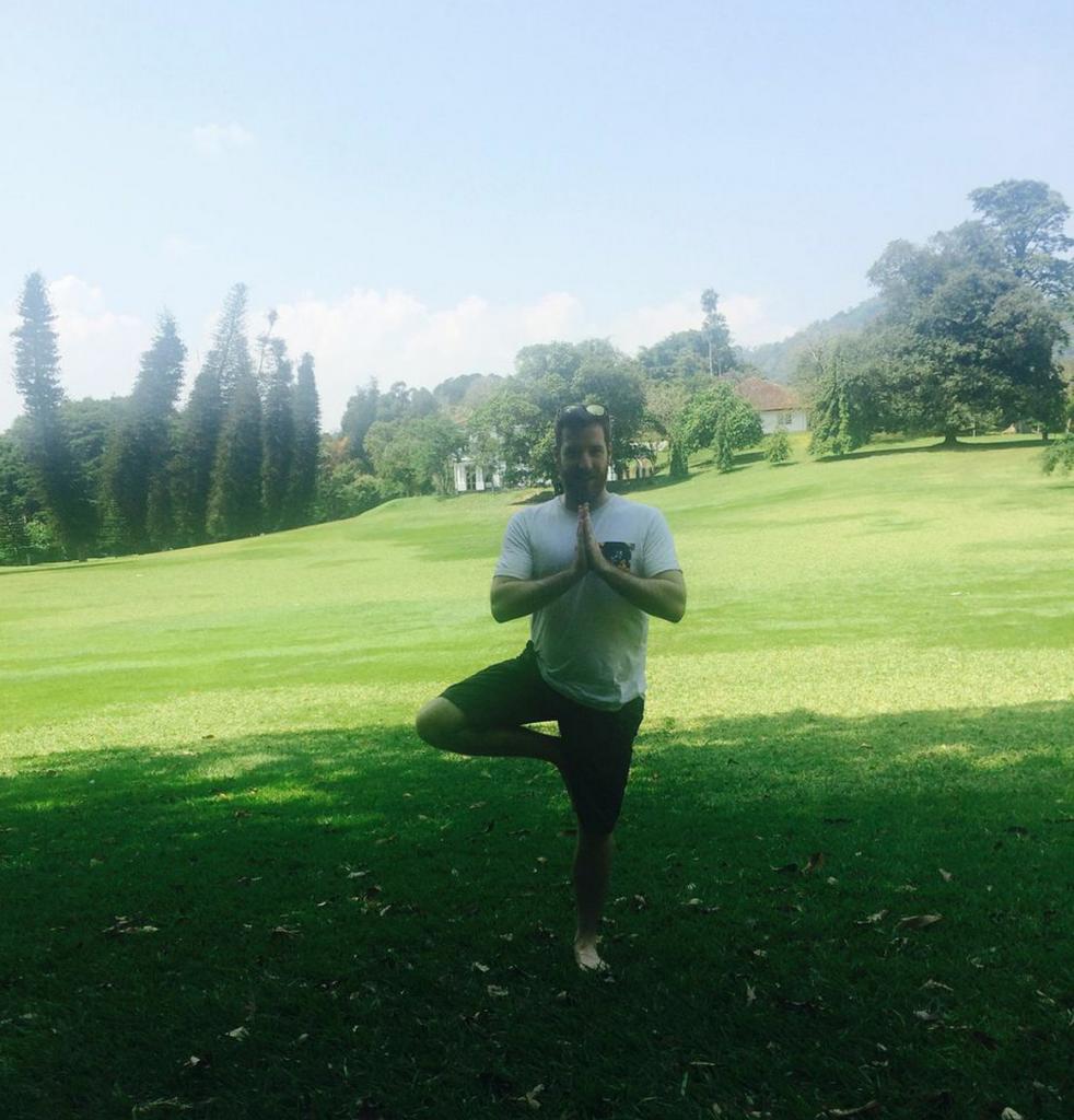 Beim Entspannen im Botanischen Garten in Kandy, Sri Lanka