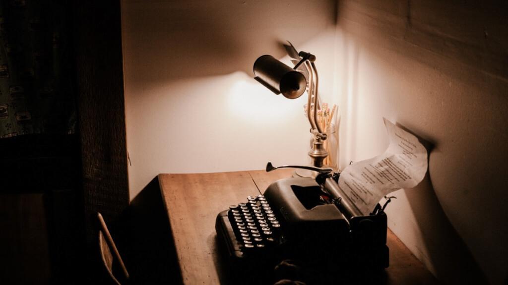 Blogartikel schreiben in 16 Stufen: Die ultimative Anleitung, die dich vom Nichtblogger zum Schreibgott macht