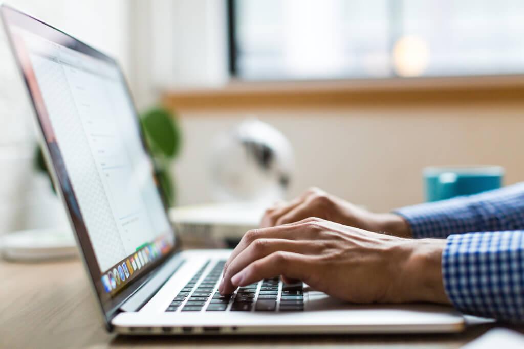 Laptop Arbeiten Bankkonto