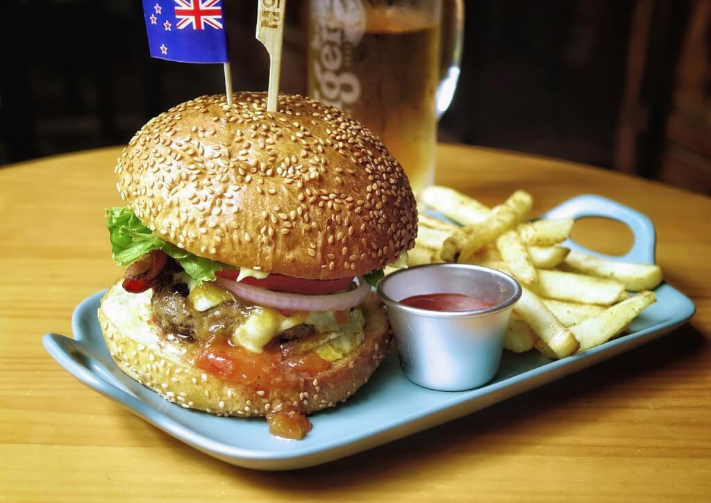 burger 2686981 1280