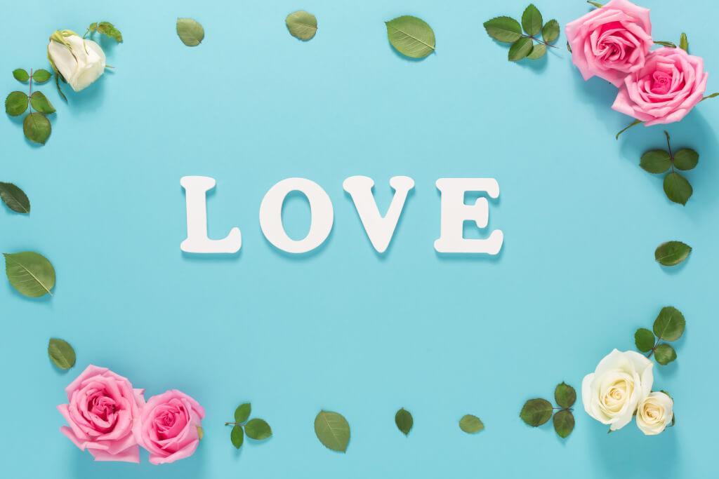 erfülltes Leben graphicstock love theme with flowers on a blue background HYGlmlwWf Z