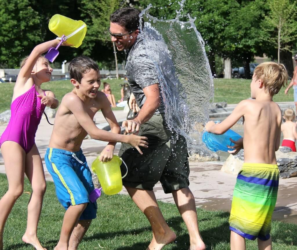 Lächeln ist gesund water fight 442257 1280