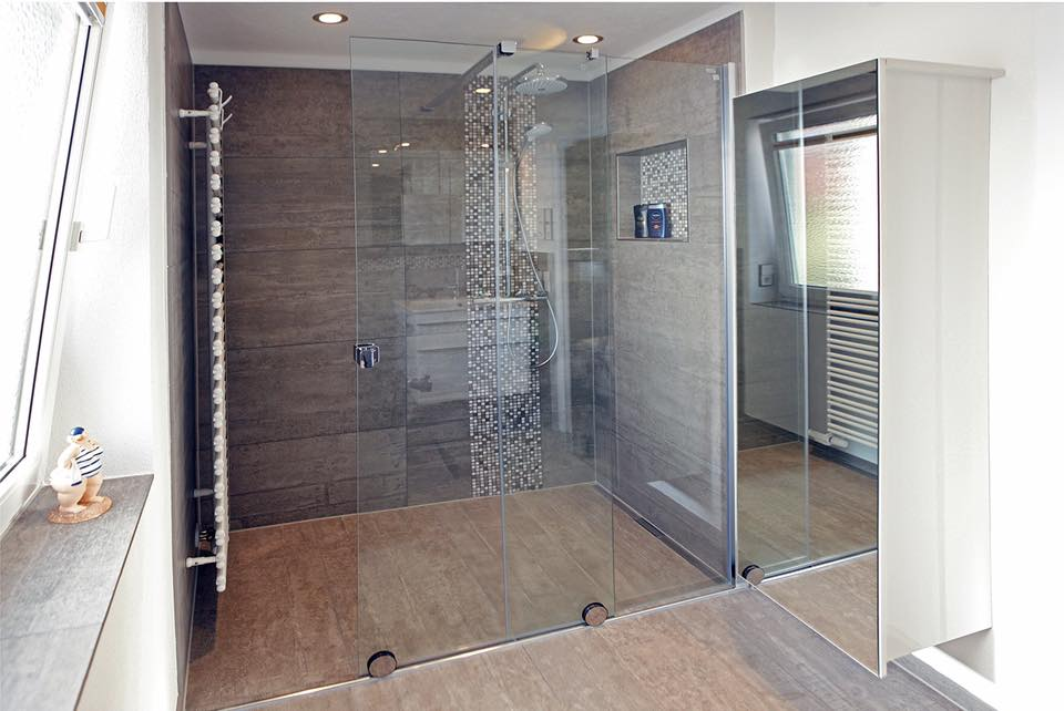 Riesige Dusche Im Kleinen Bad