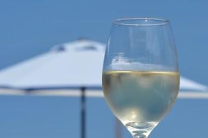 Weißwein am Strand