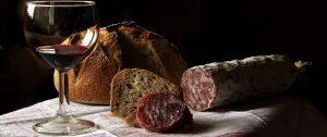Wein, Brot und Salami
