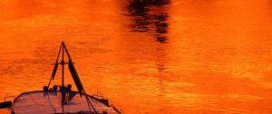 Wasser im Abendlicht und Orange wines