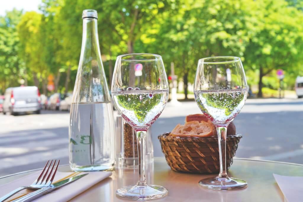 Welches Mineralwasser passt zu welchem Wein?
