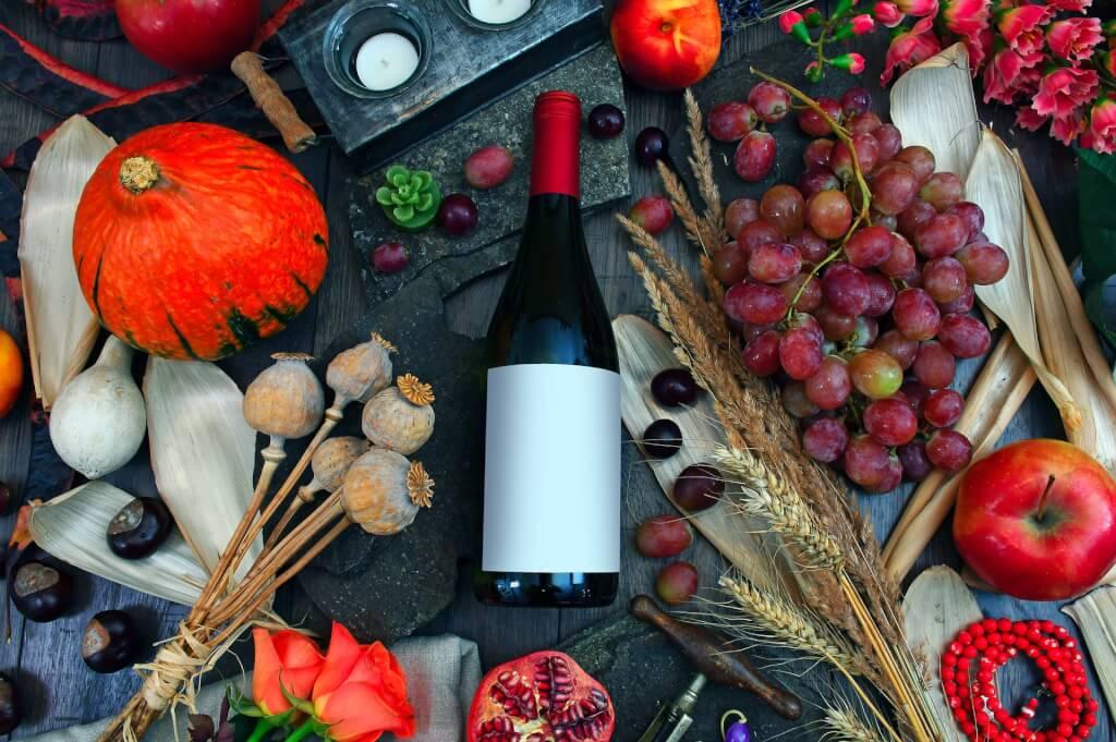 Rotwein mit Speisen