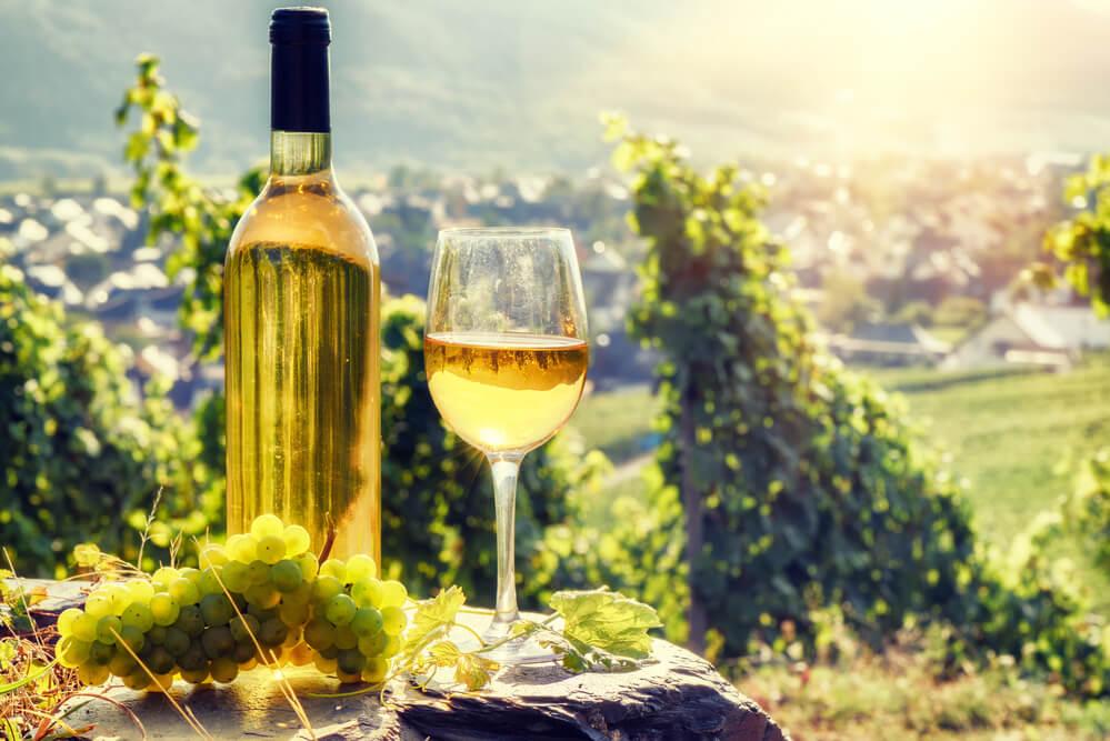 Edelsuesse Dessertweine Flasche Weinberg
