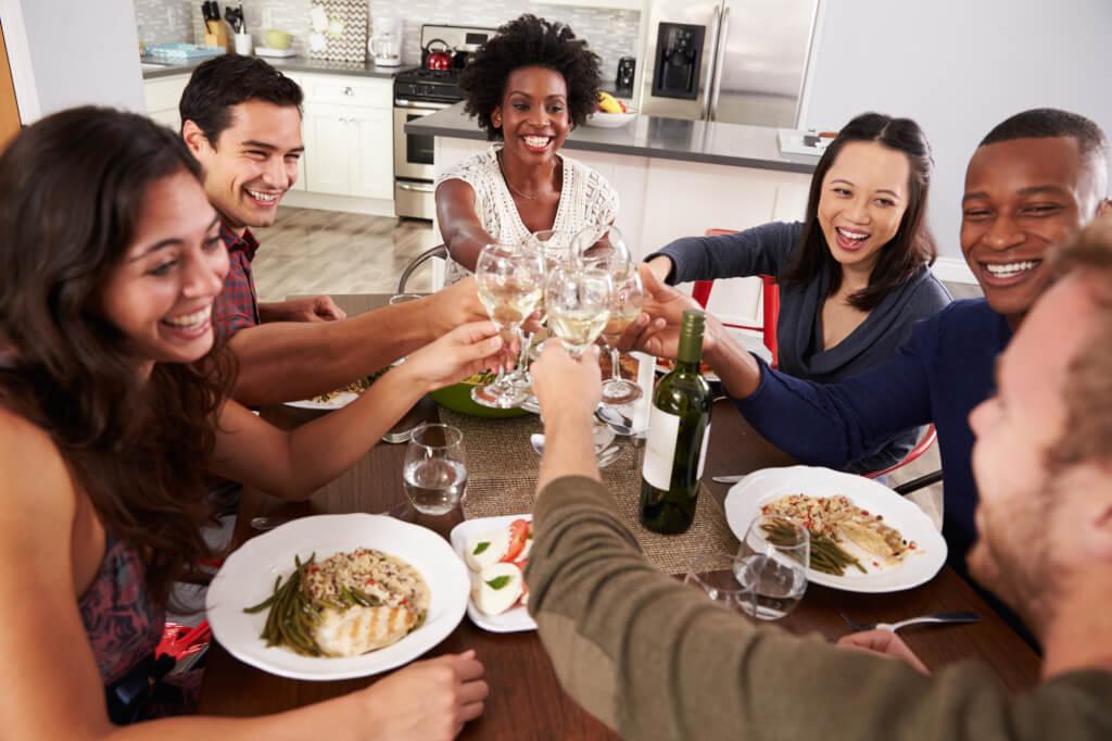 Wie Du eine Weinprobe in geselliger Runde gestaltest - Tipps, die die Sache vereinfachen und den Spaß mehren