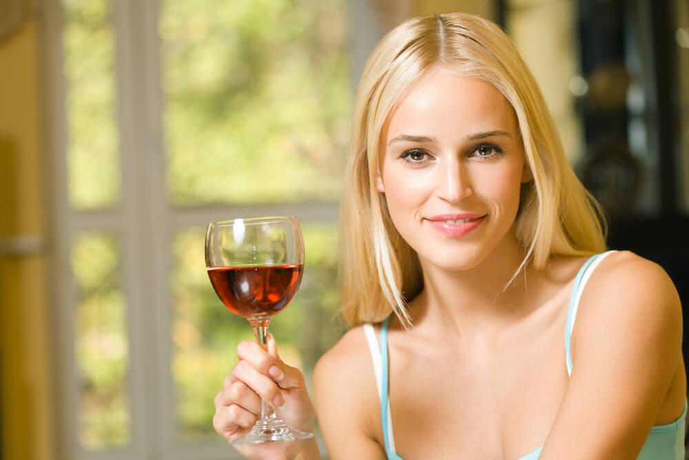 Gespuer fuer Wein junge Frau