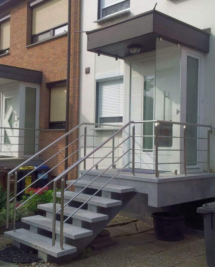 Hauseingang Windschutz aus Glas Vordach Steiner Edelstahl