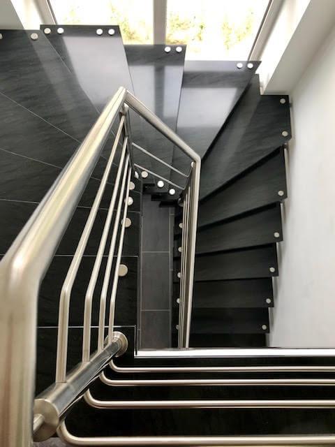 Edelstahlgelaender Treppe 180 Grad