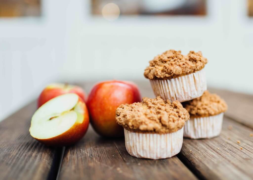 Vegane Apfelmuffins mit Zimtkruste