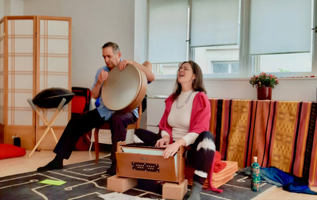 Mantra-Singen und Voice Coaching mit Sabina Astolfi