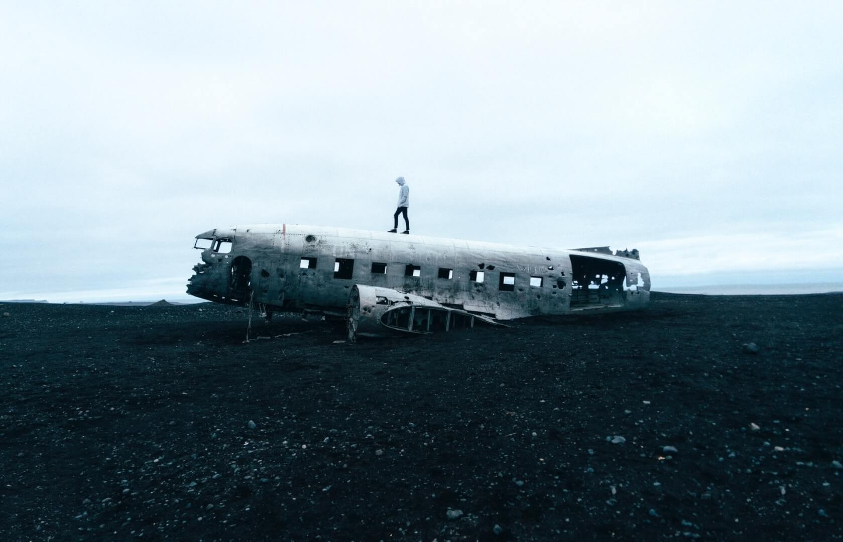 person standing on wrecked plane 919606