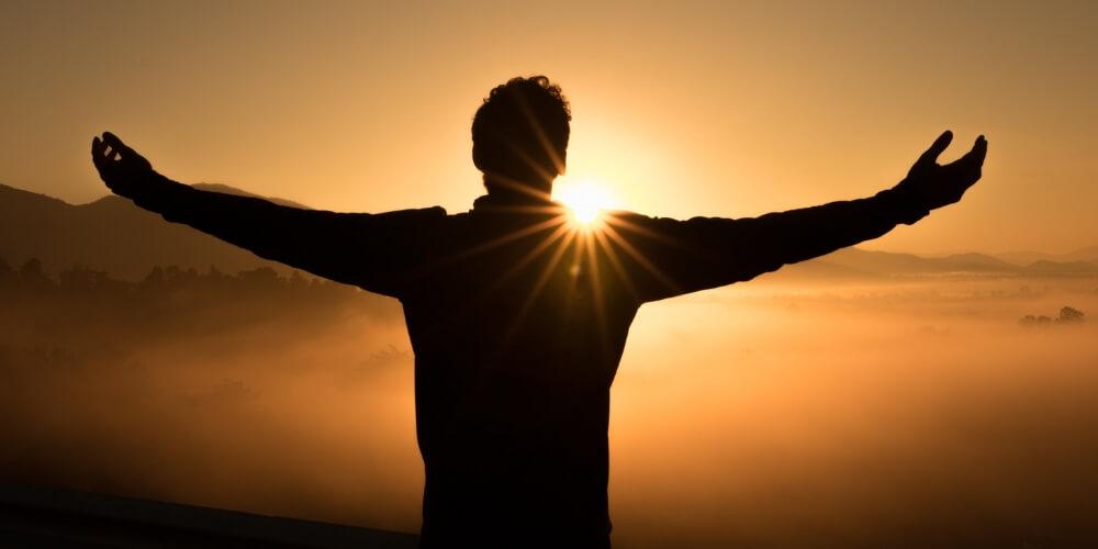 Die Hoffnung ist wie die Sonne, die, während wir auf sie zugehen, den Schatten unserer Probleme hinter uns wirft. #Lebensweisheit