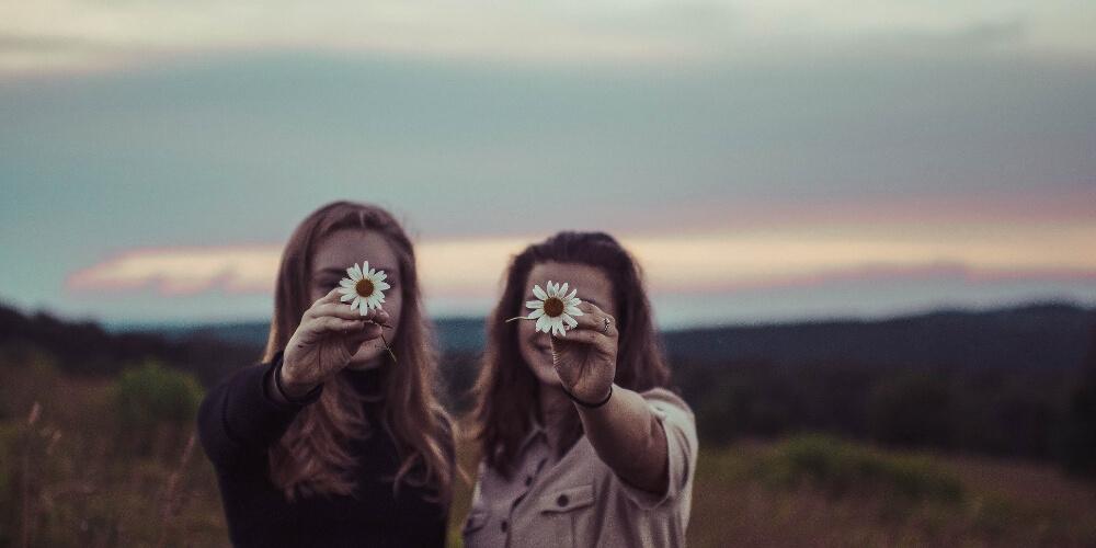 Mit dir zusammen Blumen pflücken.