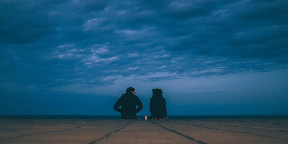 Ein Paar spricht sich aus und entscheidet sich dafür, dass die Trennung richtig ist.
