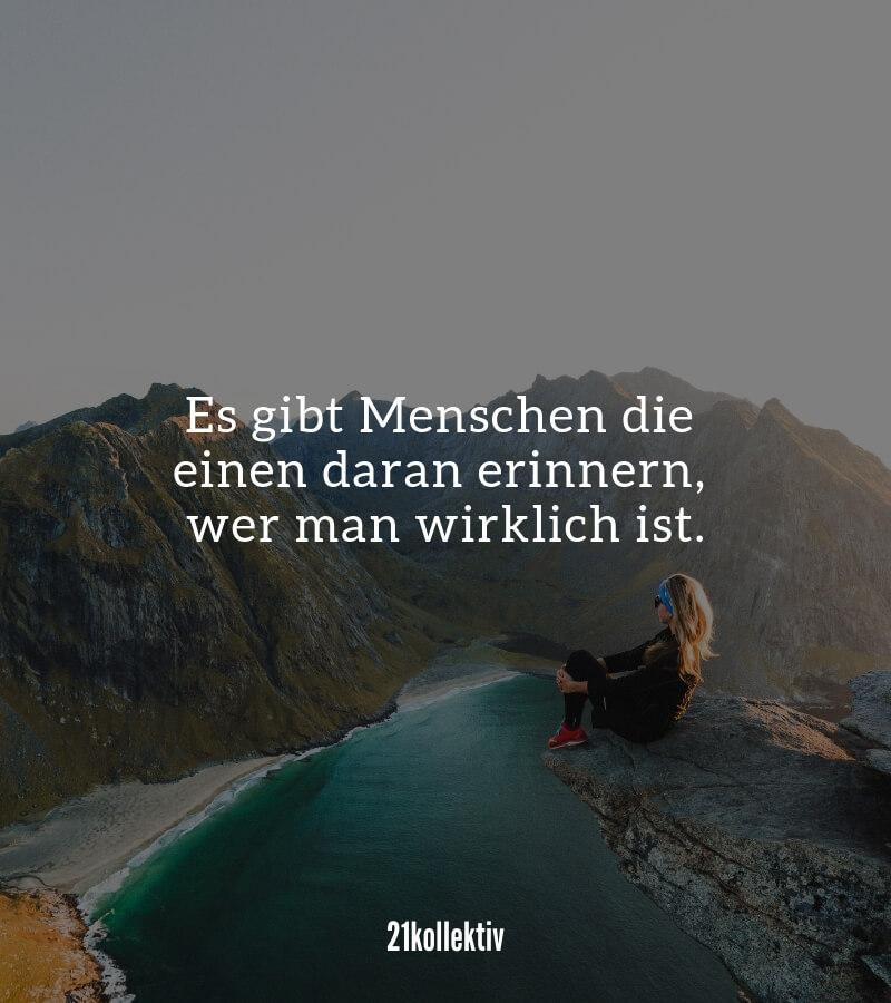 Es gibt Menschen, die einen daran erinnern, wie man wirklich ist. | Mehr kurze Freundschaftssprüche, Zitate und Weisheiten findest du auf 21kollektiv.de