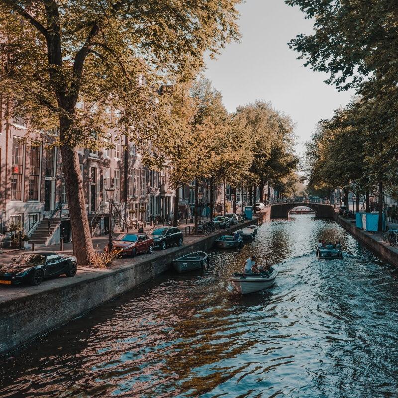 Alleine reisen als Frau? Diese 5 Urlaubsziele sind perfekt! (Amsterdam)