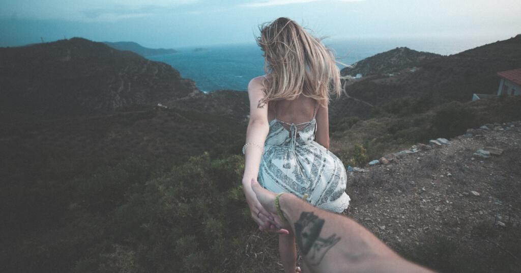 7 Anzeichen, die zeigen, dass er mit dir zusammen sein will