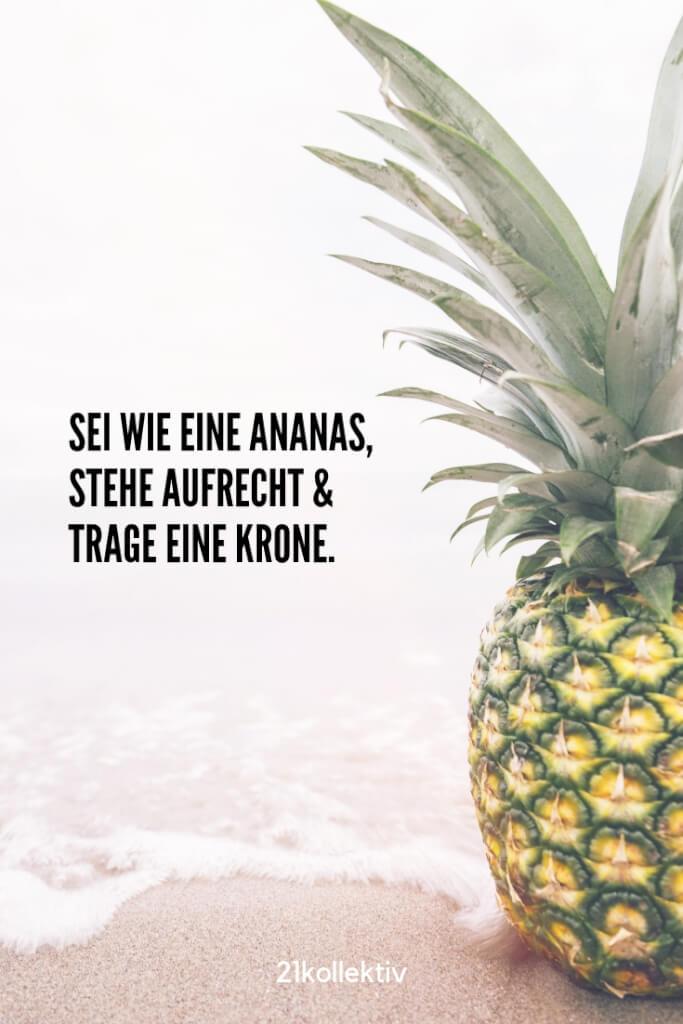 Sei wie eine Ananas, stehe aufrecht und trage eine Krone. |Besuche unsere Webseite, um noch mehr schöne Sprüche zu entdecken | 21kollektiv