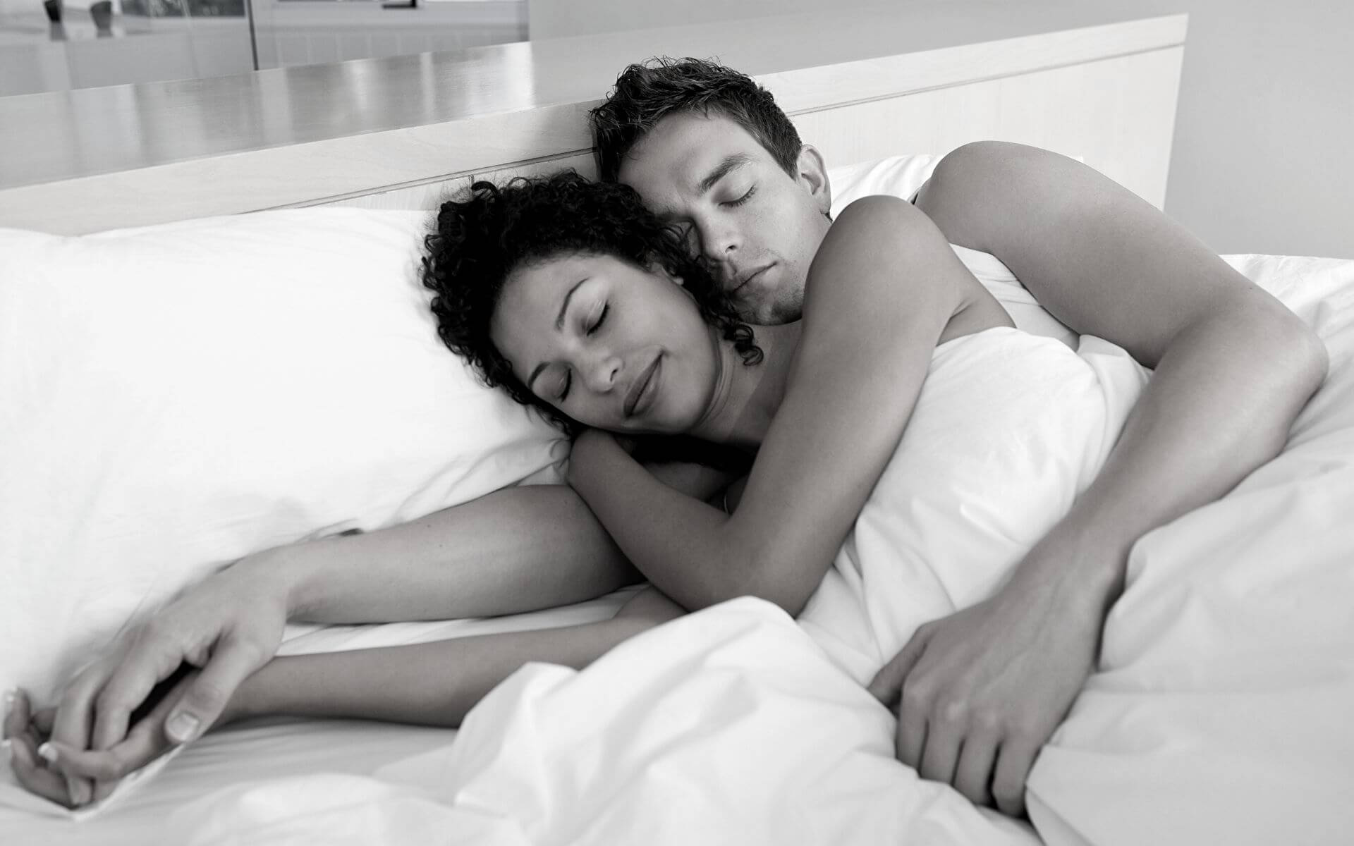 5 wunderbare Ideen für Gute-Nacht-Nachrichten, die du deinem Kerl schicken kannst