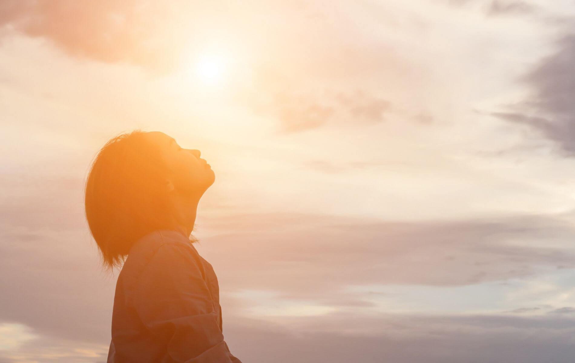 So erkennst du sofort, ob dich jemand anlügt! 7 Tipps