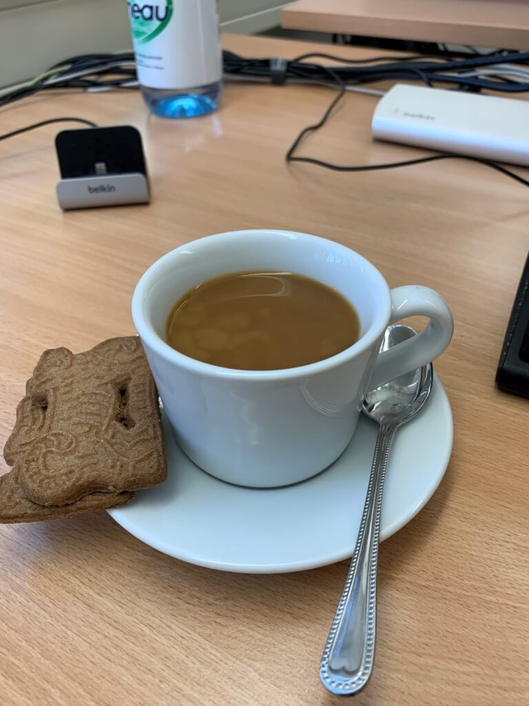 ifttt bmw labs kaffee mit einem schuss milch steht