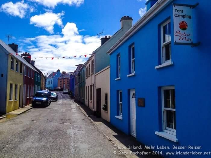 Eyeries gilt als das bunteste Dorf Irlands und liegt malerisch etwas oberhalb der Bucht von Coulagh auf der Beara Halbinsel.