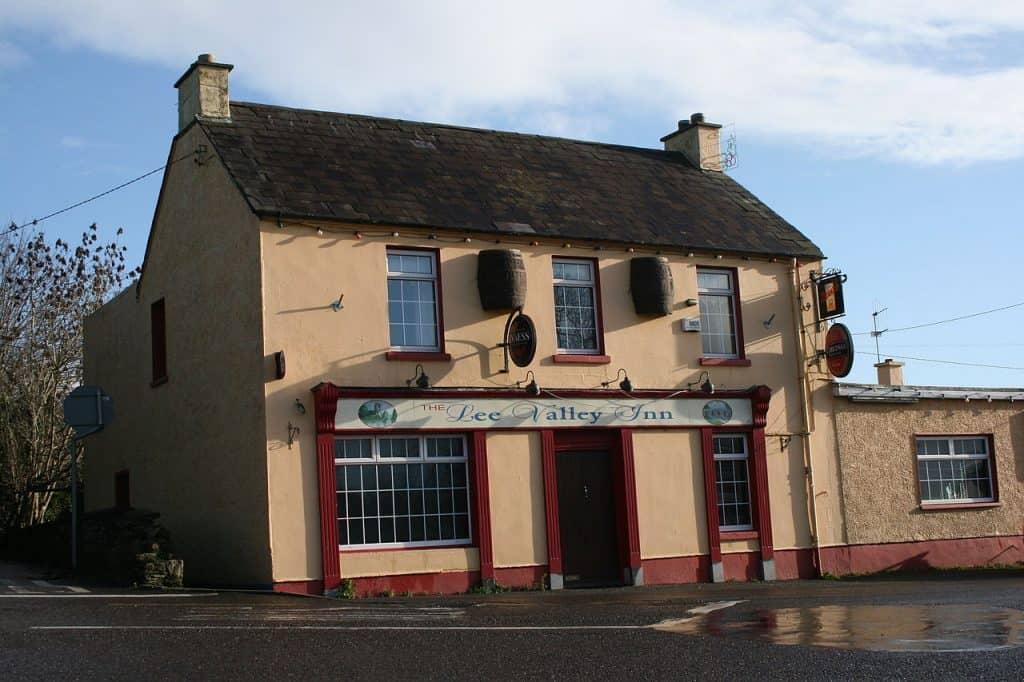 Lee Valley Inn und irische Flagge