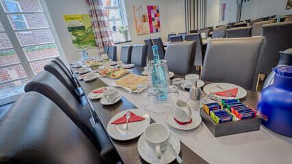 Gedeckter Tisch im Trauercafé