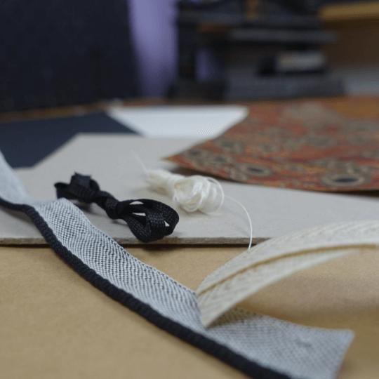 Buchbinde Material