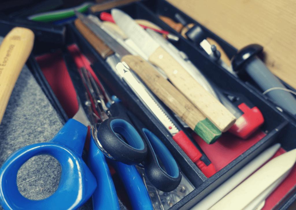 10 Buchbinder-Werkzeuge, die du bestimmt zu Hause hast