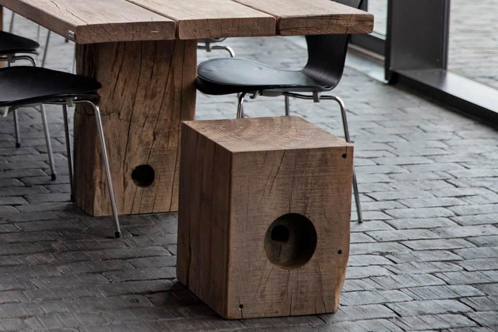 Sitzblöcke und Stühle