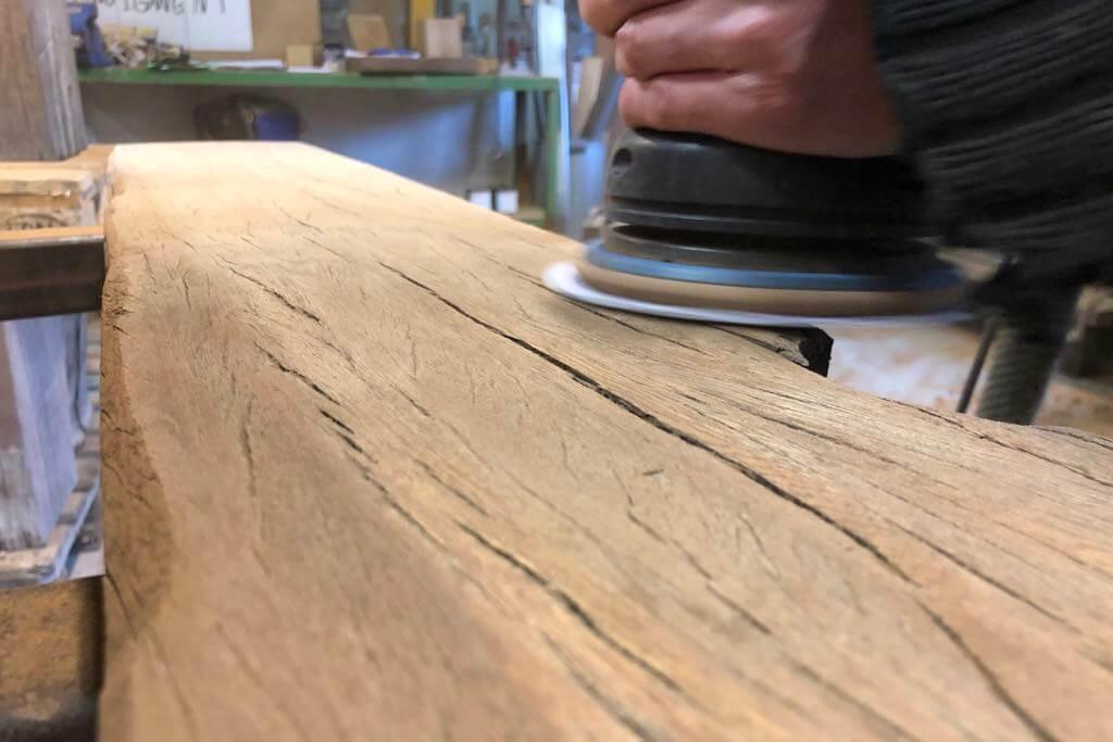 Bearbeitung Holzoberflaeche bei Thors-Design