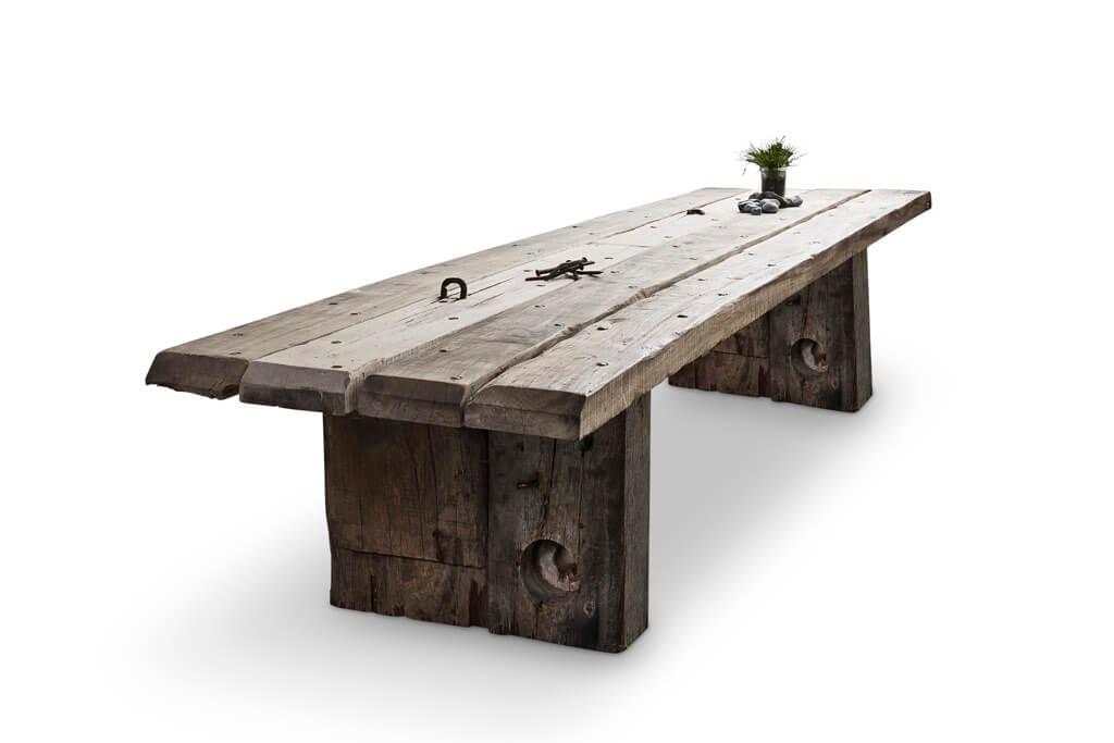 Einrichtung aus recyceltem Holz