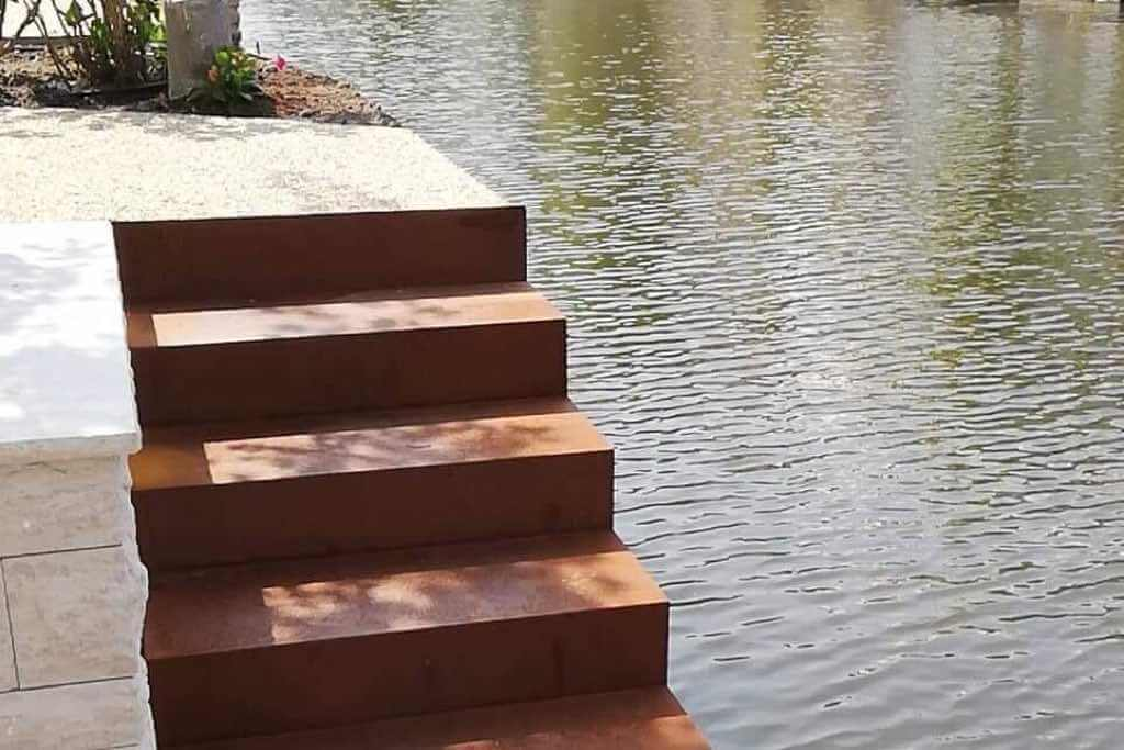 Treppe aus Cortenstahl