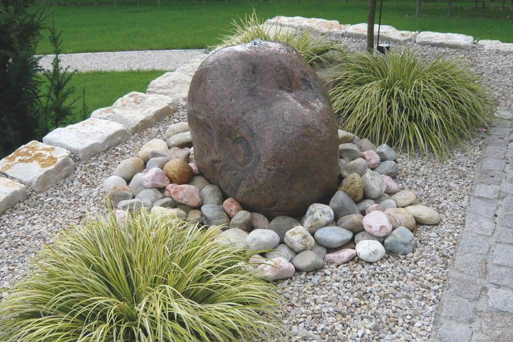 quellstein mit wasserauslauf von Monte Graniti