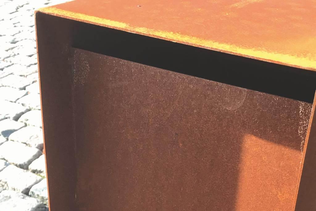 standbriefkasten gent corten detail einwurf