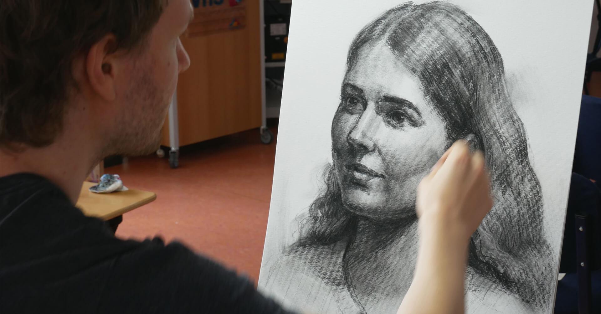 sich im zeichnen verbessern mit maxim simonenko maxim beim zeichnen kohle portrait frau maximko