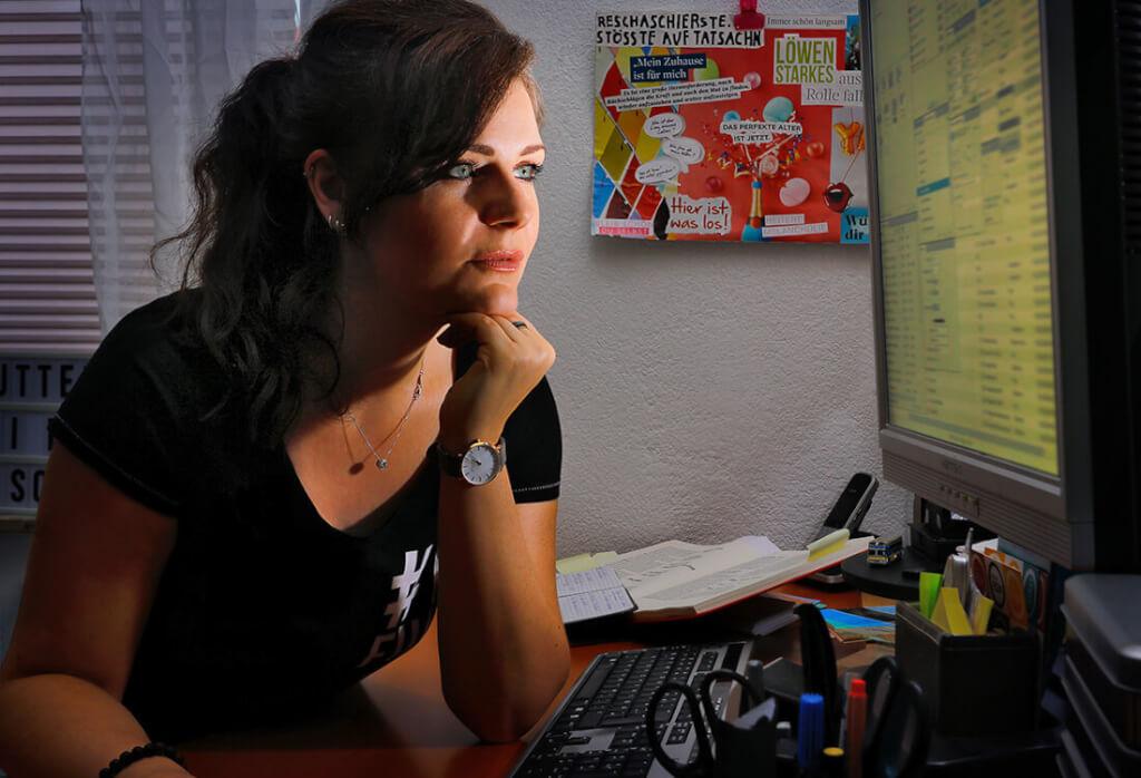 Jennifer Pluskat Designerin Portrait03 Monitor