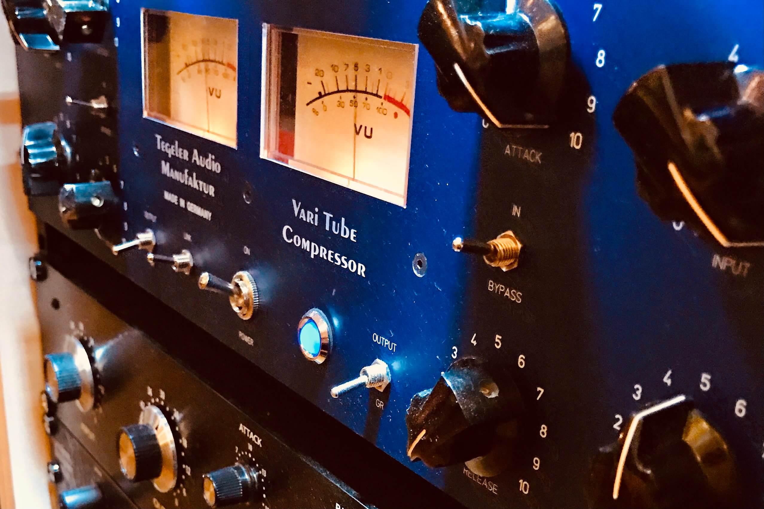 Vocals aufnehmen - mit oder ohne Kompressor